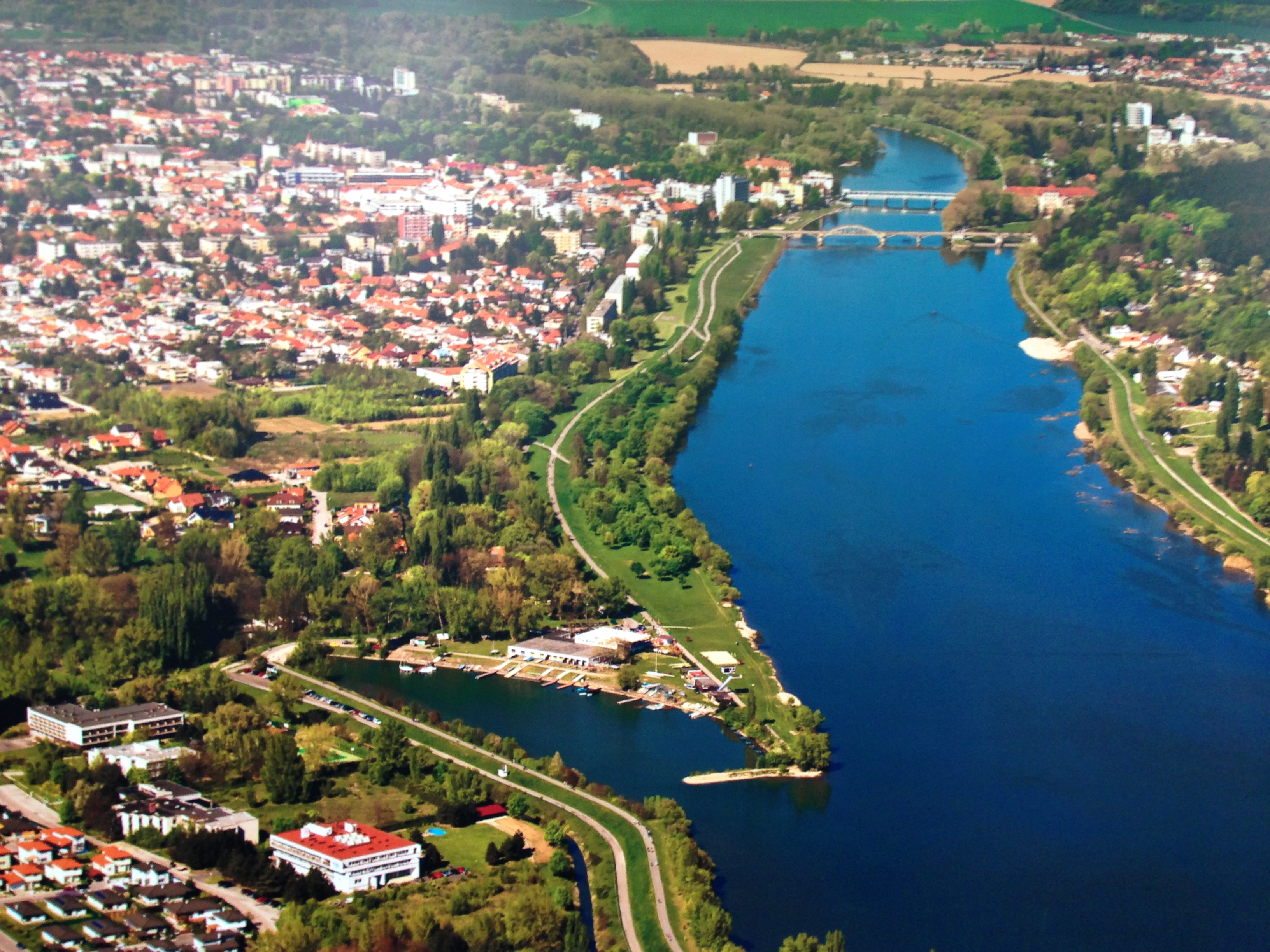 Piešt'any racing course (Váh river)