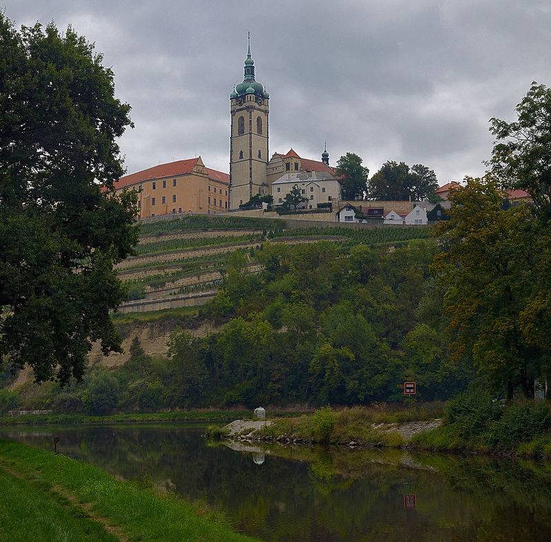 Melnik_castle_above_the_confluence_of_the_rivers_Vltava_and_Labe,_Czech_Republic.JPG
