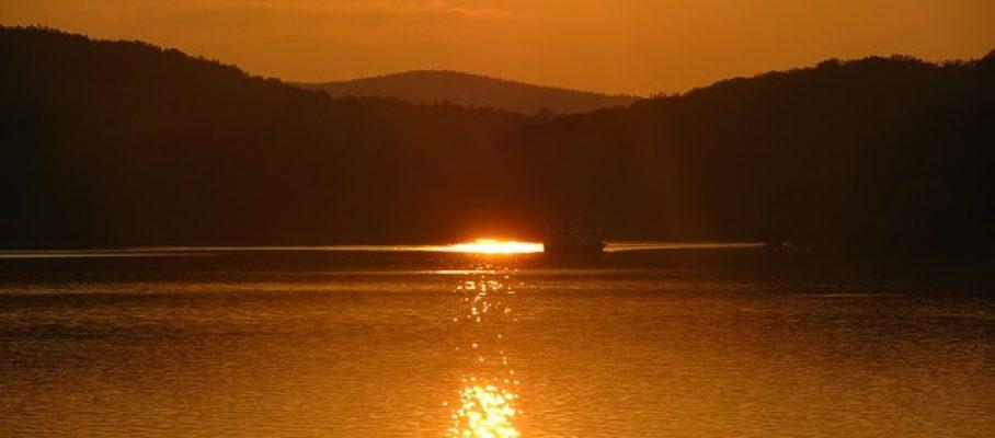 sunset-landscape-lake-brno-prigl-orange-ship-1