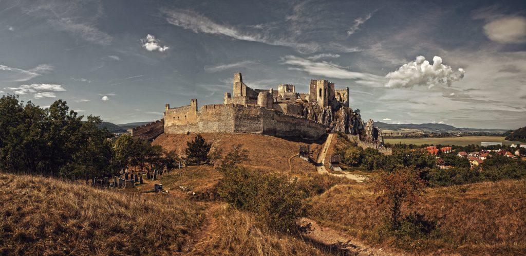 beckov_castle_by_f3rd4-d5er1zh