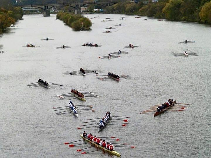 boats rowing before race start